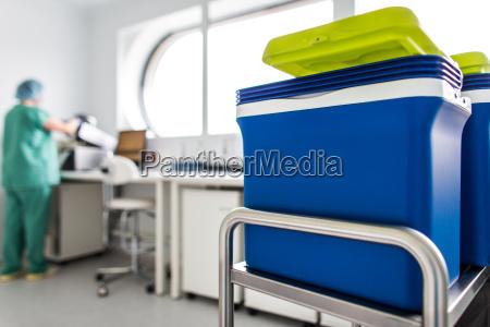 krebsbehandlung drogen in einem modernen krankenhauslabor