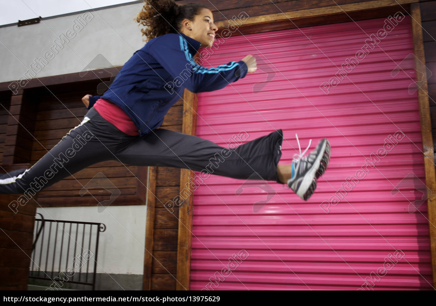 female, runner, leaps, high, in, front - 13975629