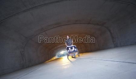 sohn usa horizontal tunnel baby saeugling