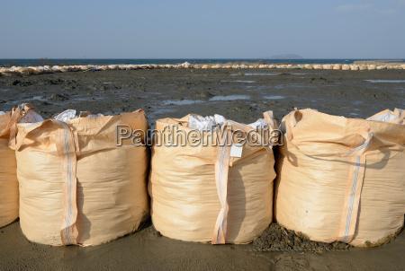 grosse sandsaecke zum schutz