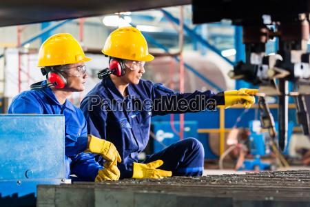 arbeitskraft in der fabrik in industriellen