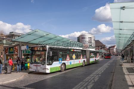 bushaltestelle am hauptbahnhof in bremen deutschland