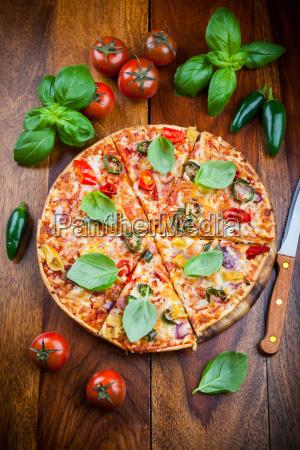 hot chili pizza mit jalapenos