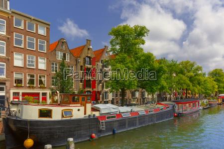 amsterdam kanal mit hausbooten holland