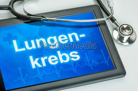 tablet mit der diagnose lungenkrebs auf