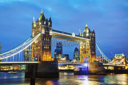 tower bridge in london grossbritannien