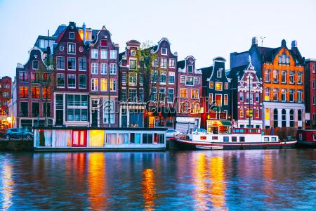 nacht stadtansicht von amsterdam niederlande