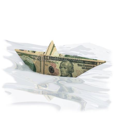 papierschiffchen aus einem 10 dollar schein