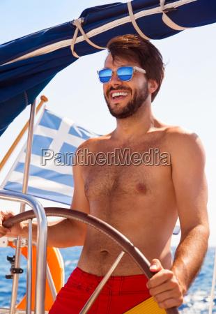 sexy kapitaen des segelboot