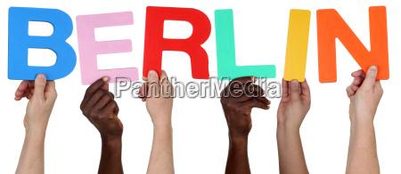 multikulturell people gruppe halten das wort