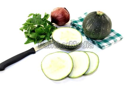 runde rohe zucchini