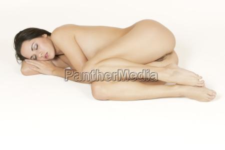 schoene kaukasischen frau posiert nackt auf