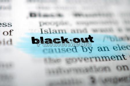 nahaufnahme seite mit text black out