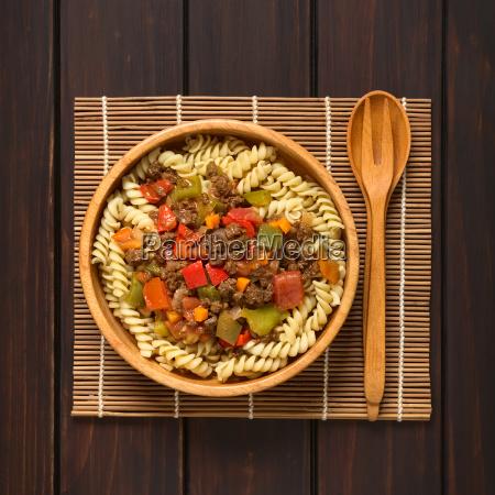 veganes gulasch mit soja fleisch