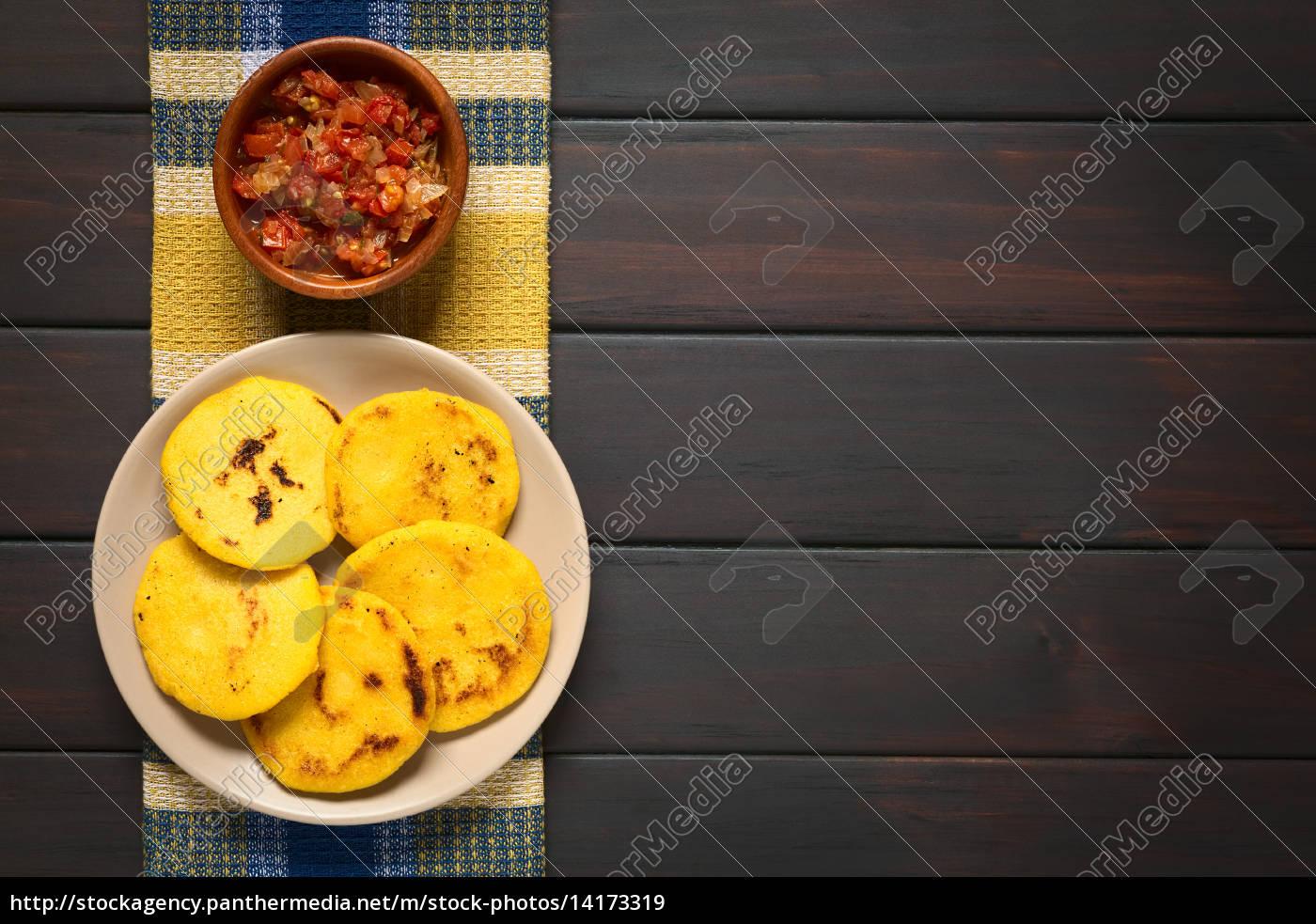 kolumbianische, arepa, mit, hogao, sauce - 14173319