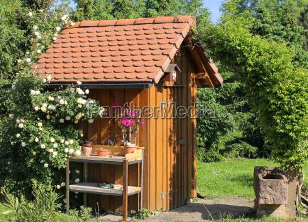 garden house pflanztisch and drinking trough