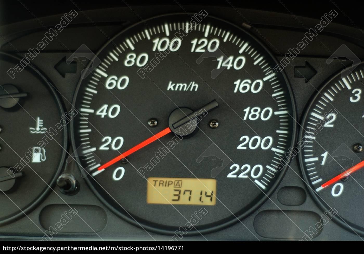 Armaturenbrett  auto-armaturenbrett mit geschwindigkeit und - Stockfoto - #14196771 ...