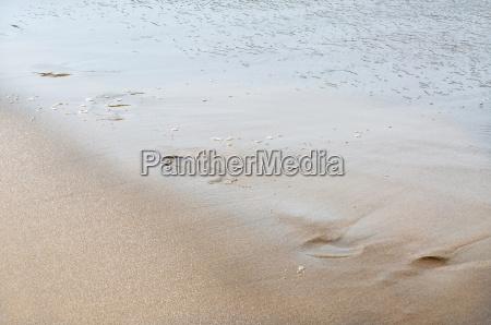 fussabdruecke am strand
