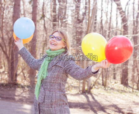 sorglos lifestyle happy young woman