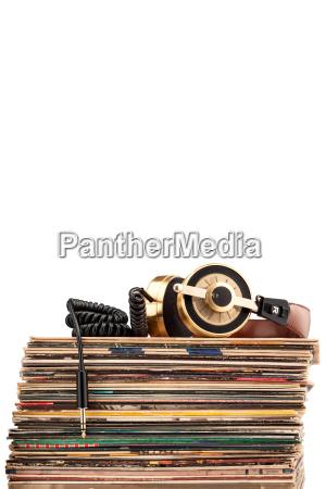 kopfhoerer und vinyl schallplatten