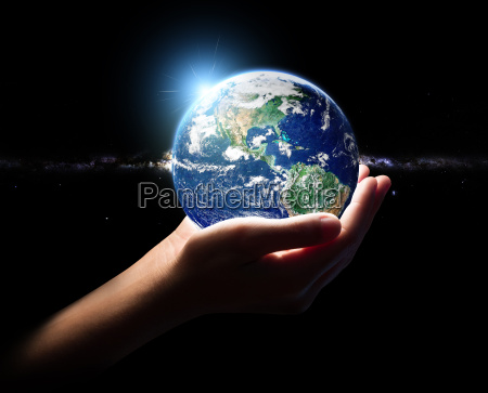 hand halten erde und im universum