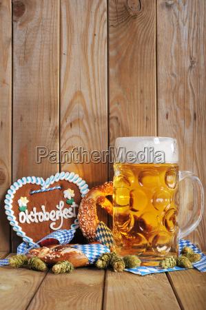 bayerisches lebkuchenherz mit bier