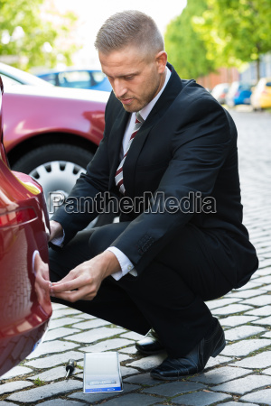 man changing cars number plate
