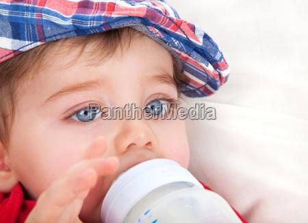 netter, kleiner, junge, essen - 14239833