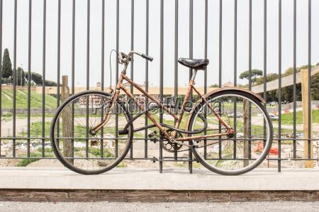 old rusted rust wheel bike bike