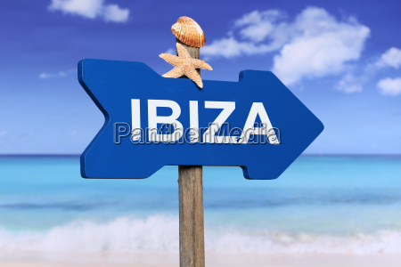 ibiza mit strand und meer in