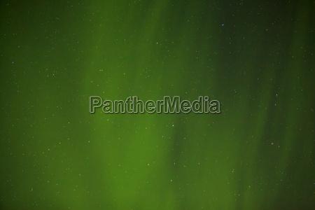 nordlichter mit hellen sternen in island