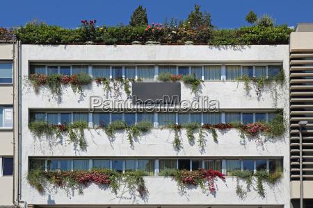 vertical garden building