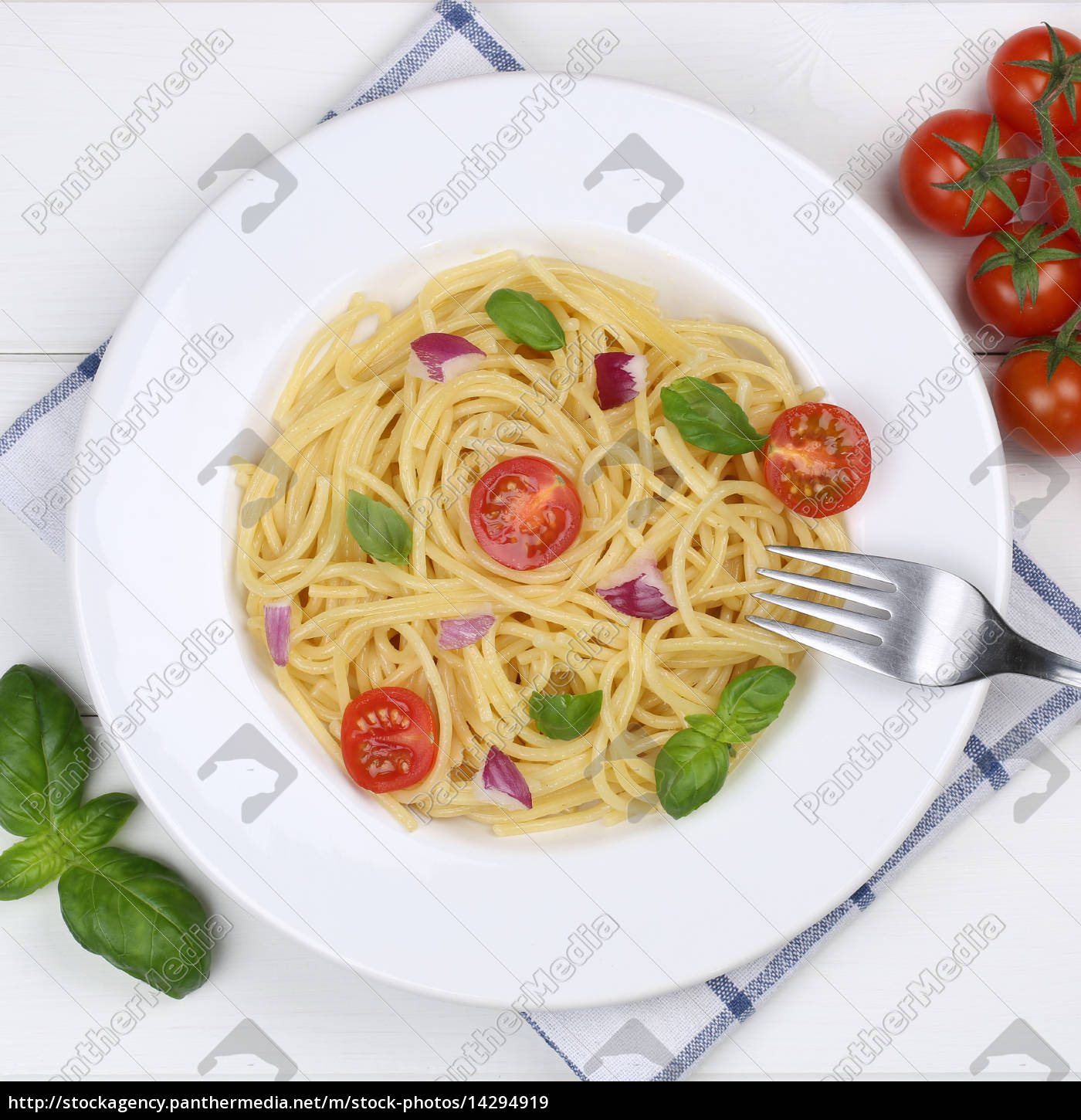 italienisches essen spaghetti mit tomaten nudeln pasta stockfoto 14294919 bildagentur. Black Bedroom Furniture Sets. Home Design Ideas