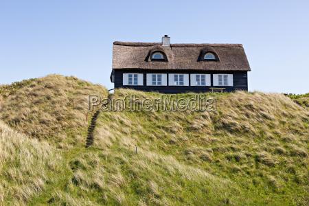 ferienhaus mit reetdach in den duenen