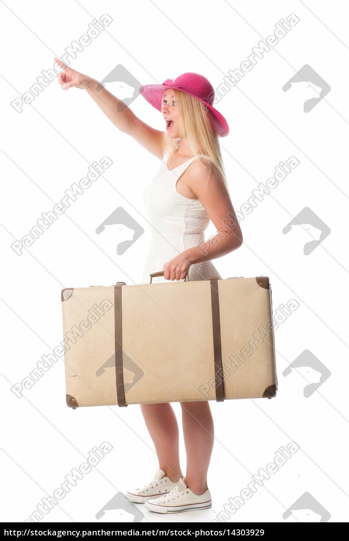 frau, mit, koffer, zeigt, auf, etwas - 14303929