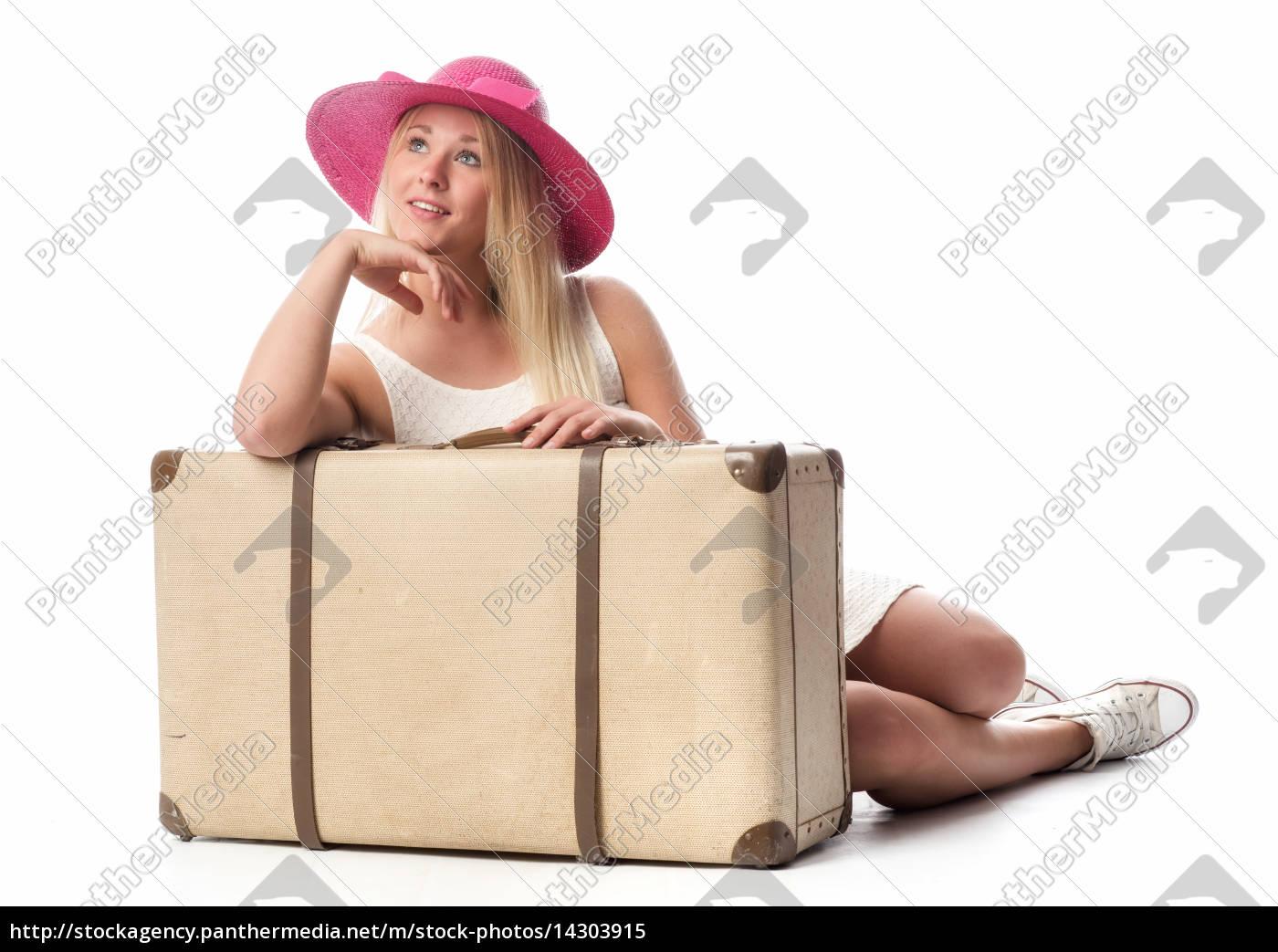 mädchen, mit, reisekoffer, schaut, glücklich, nach - 14303915