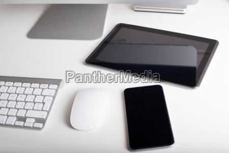 drahtlose tastatur maus tablet und smartphone