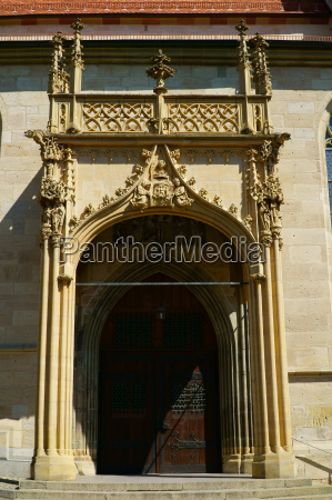 eingangstor der heilig kreuz kirche in