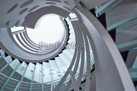 moderne glas wendeltreppe