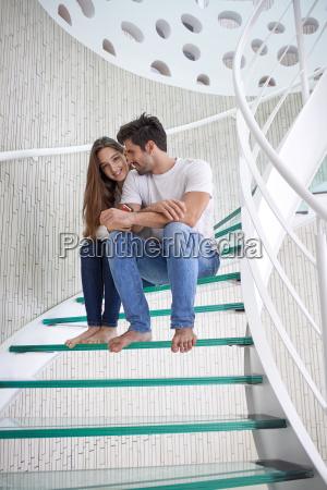 par relajado yung en casa escaleras