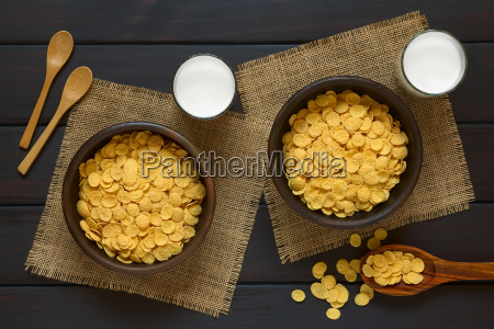 corn flakes breakfast cereal and milk