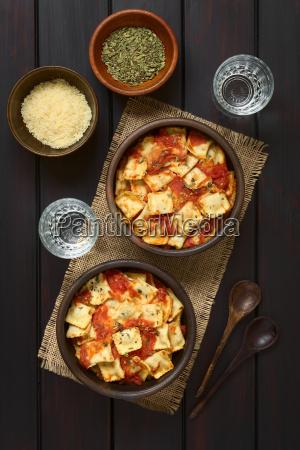 baked ravioli with tomato sauce