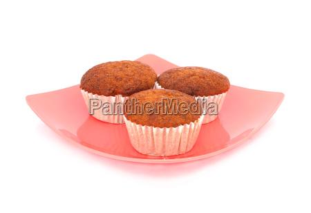 banane muffin cake auf weissem hintergrund