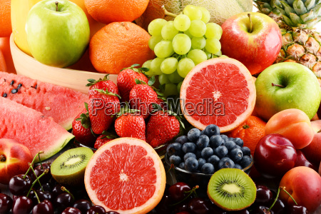 komposition mit verschiedenen fruechten
