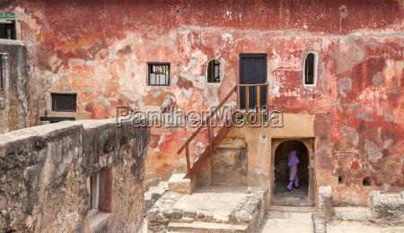 ruinen des historischen fort jesus mombasa