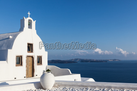 small chapel in oia