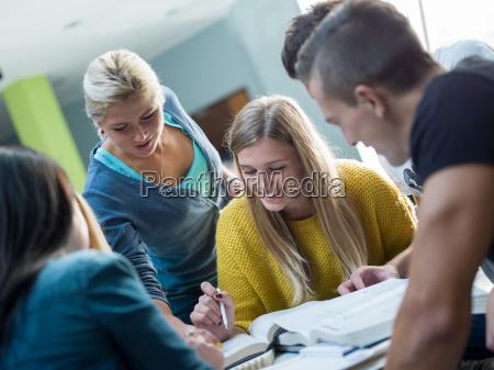 studentengruppe studieren
