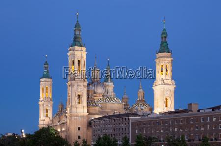pilar cathedral illuminated at night zaragoza