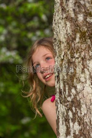 m apfelbaum stamm hinter schauen oben