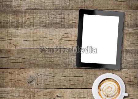 tablet weissen display und kaffee auf